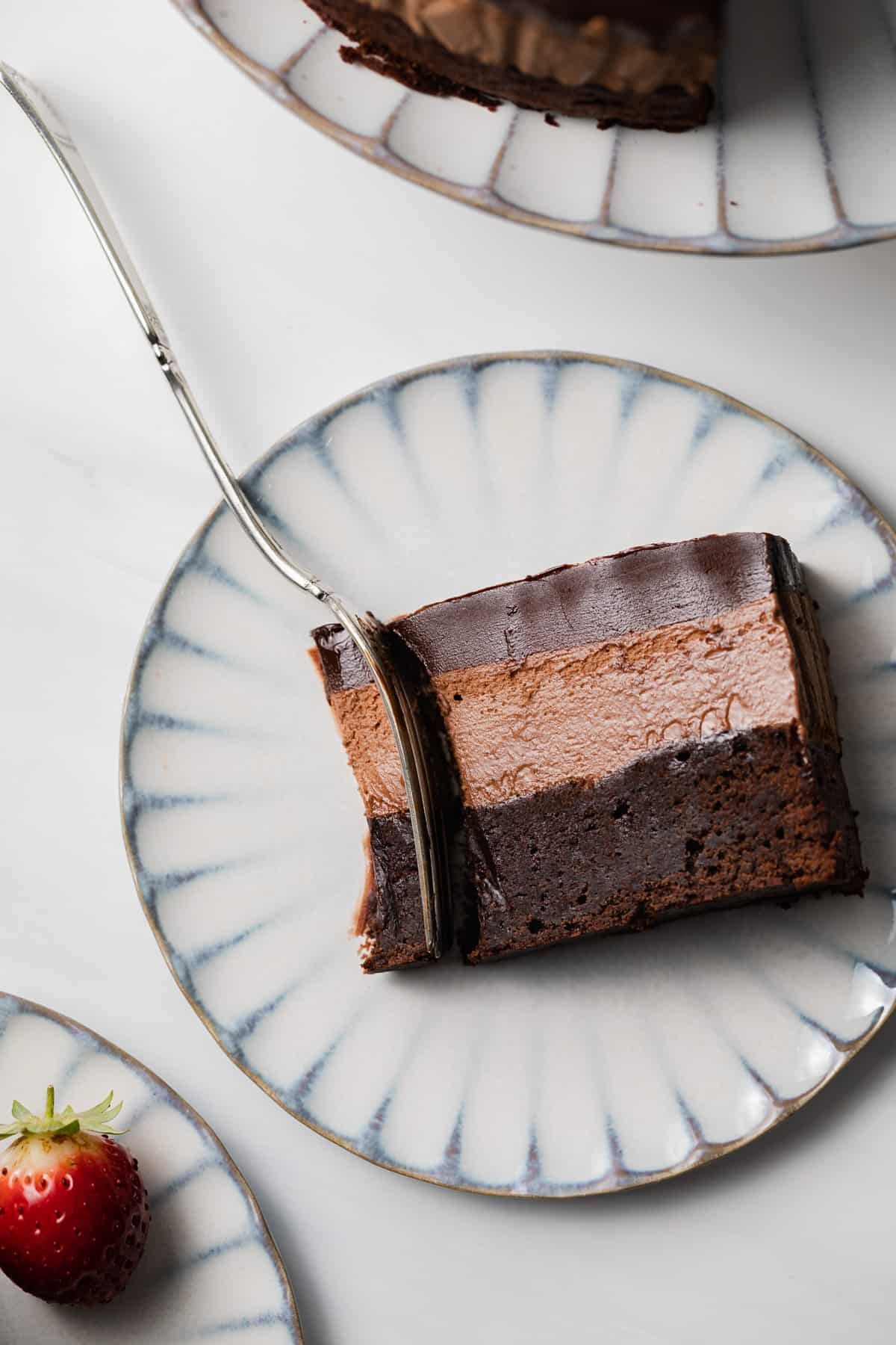 Cake With Chocolate Mousse : Triple Chocolate Mousse Cake Baked by an Introvert