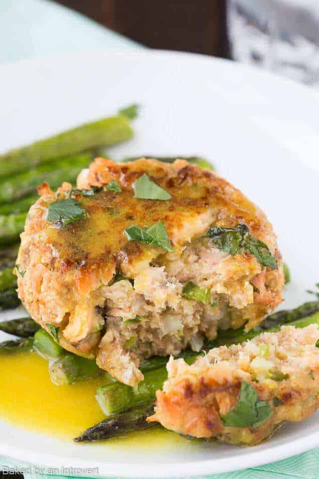 Oven Baked Salmon Cakes are perfect for your summer party! Try this easy recipe for salmon cakes that are baked, not fried!!
