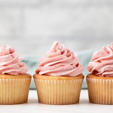 strawberry frosted cupcakes